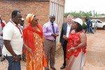 Maggy sur terrain (sud-est, Rutana) avec Mme Kayitesi Ministre de l'Agri. & Elevage